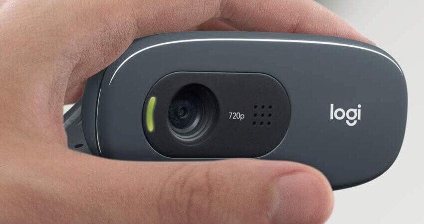Logitech C270 Webcam, HD 720p, 60° Sichtfeld, Fester Fokus, Belichtungskorrektur, USB-Anschluss, Rauschunterdrückung, Universalhalterung, Für Skype, FaceTime, Hangouts